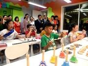 Inauguration de la bibliothèque interculturelle pour enfants au Vietnam