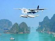 Contempler les baies de Ha Long et de Bai Tu Long depuis un hydravion