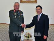 Le vice-PM et ministre des AE Pham Binh Minh reçoit le président du Comité militaire de l'UE