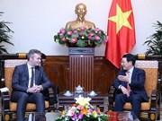 Le vice-PM Pham Binh Minh reçoit le secrétaire d'Etat français Jean-Baptiste Lemoyne