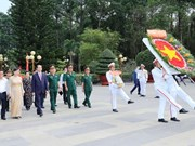 Le chef de l'Etat remet des cadeaux du Tet à des pauvres et victimes de l'agent orange