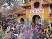 Aller à la pagode au Nouvel An lunaire, belle coutume des Vietnamiens