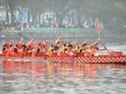 La course de bateaux traditionnels à Hanoi attire les foules