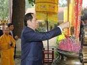Le Président vietnamien fait offrande de baguettes d'encens à la cité royale de Thang Long