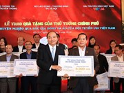 Vente aux enchères d'articles du Onze national: 20 Mds de dongs pour 20 districts démunis