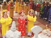 L'offrande d'encens, une belle pratique culturelle des Vietnamiens