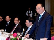 Le PM Nguyen Xuan Phuc rencontre des investisseurs australiens et vietnamiens