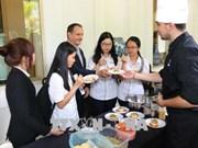 Présentation de la gastronomie française à la population vietnamienne