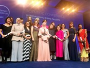 """Une Vietnamienne reçoit le prix """"Jeunes talents féminins internationaux"""" à Paris"""