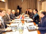 Le Vietnam s'engage à favoriser les investissements étrangers