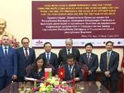 Le Vietnam et la Biélorussie signent des contrats commerciaux