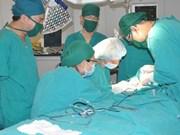 Succès d'une chirurgie du lymphœdème au Vietnam