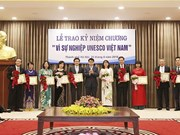 La médaille «Pour l'oeuvre de l'UNESCO Vietnam» à 20 individus exemplaires