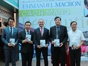 """Le livre """"Révolution"""" du président Emmanuel Macron traduit en vietnamien"""