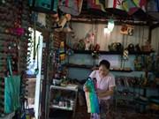 Les produits recyclés du Myanmar séduisent les touristes