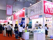 """Les produits cosmétiques sud-coréens """"envahissent"""" le Vietnam"""