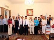 Le vice-Premier ministre Pham Binh Minh rend visite à l'ambassade du Vietnam en Grèce
