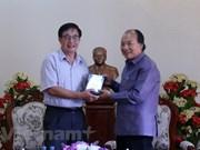 Remise au Laos d'un film à propos des liens entre le président Souphanouvong et le Vietnam