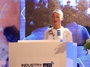 Le robot Sophia prend la parole lors du Sommet de l'industrie 4.0