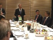 Le PM Nguyên Xuân Phuc dialogue avec les entreprises à Davos