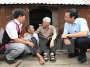 Le secrétaire général du PCV en visite à la commune démunie d'Ayun de Gia Lai