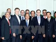 Nguyen Xuan Phuc s'engage à faciliter l'investissement étranger au Vietnam