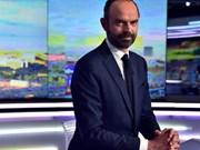 Le PM Nguyên Xuân Phuc félicite M. Edouard Philippe pour sa nomination à Matignon