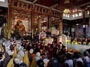 Bac Giang : pagode, chant et alcool
