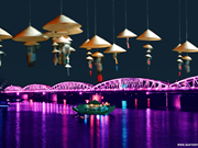 Des balcons sur le pont Truong Tiên pour faire rêver plus