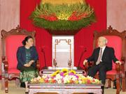 Le secrétaire général du PCV Nguyen Phu Trong reçoit une délégation du PPRL