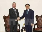 Vuong Dinh Huê reçoit un official de la Commission du commerce international du Parlement européen