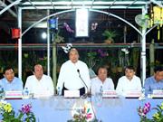Le PM parle agriculture dans des halls d'assemblée des paysans