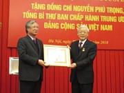Le leader du PCV reçoit l'insigne pour ses 50 ans d'adhésion au PCV