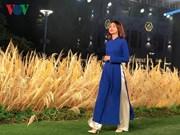Ho Chi Minh-Ville : Défilé d'ao dài en tant qu'uniforme de bureau