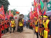 Au cœur de la procession de l'éléphant dans le village de Dào Xa
