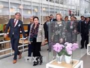 La présidente de l'AN visite un centre d'agriculture high-tech aux Pays-Bas