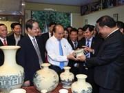 Le PM exhorte à valoriser le talent des artisans du village de céramique de Chu Dâu