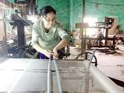 Au village de la soie de Ma Châu, le métier à tisser la tradition