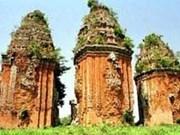 À l'ombre des tours cham à Binh Dinh, dans le Centre