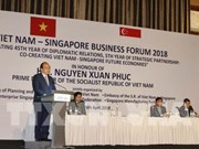 Le PM invite à intensifier les liens économiques Vietnam-Singapour