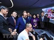 Le PM Nguyen Xuan Phuc rend visite à PSA et Supply Chain City de Singapour