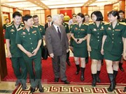 Le leader du PCV Nguyên Phu Trong reçoit des syndicalistes de l'Armée