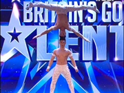 Deux acrobates vietnamiens brillent à Britain's Got Talent