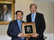 Le vice-PM Vuong Dinh Huê quitte Boston pour Brasilia