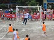 L'entraîneur Park Hang Seo dribble avec des enfants défavorisés de Hà Giang