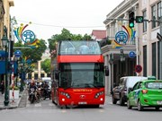 Découvrir la nuit de Hanoi en bus à impériale à toit ouvert