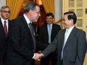 Nguyen Minh Triet reçoit le maire de Berne (Suisse)