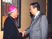 Pham Gia Khiem rend visite aux catholiques de Hanoi