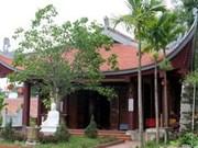 Des diplomates visitent la pagode Phat Tich