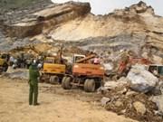 Aides aux victimes de l'effondrement d'une carrière à Nghe An